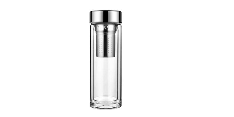 ふたおよびフィルターが付いている二重壁のガラス飲み物のコップ
